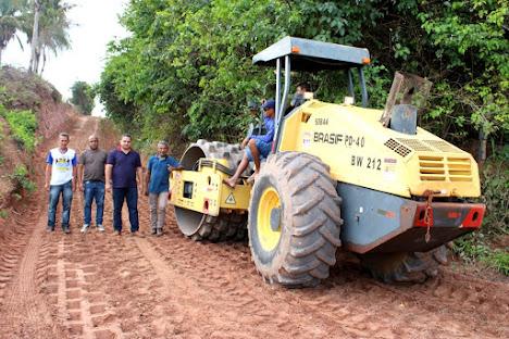 Prefeito Tony Brandão vistoria colocação de bueiros na estrada do povoado Cajá!!!