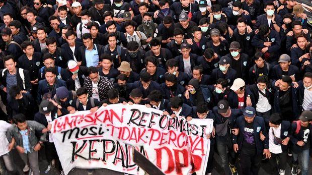 'Rezim Militer' Jokowi dan Tak Kunjung Adanya Kemerdekaan Berpendapat