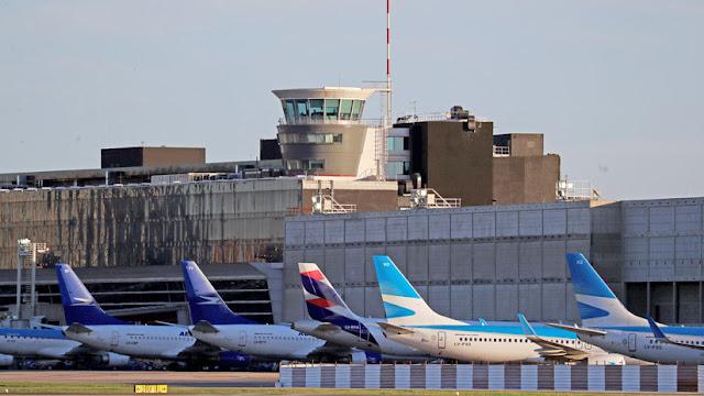 Argentina y EE.UU. renuevan su acuerdo de transporte aéreo y se desatan las críticas