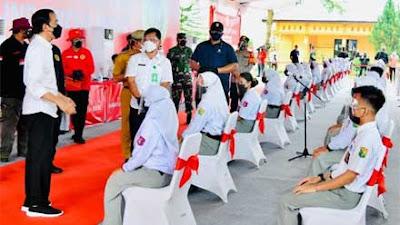 Presiden Jokowi Tinjau Vaksinasi di SMKN 1 Beringin Deliserdang Sumut