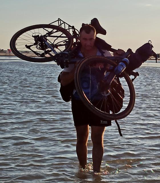 с велосипедом на джа