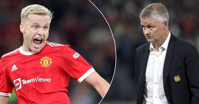 Why Donny Van de Beek Is Lacking Game Time At Manchester United Finally Revealed