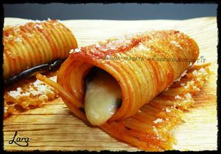 http://cucinaconlara.blogspot.it/2015/06/cannelloni-di-spaghetti-alla-parmigiana.html