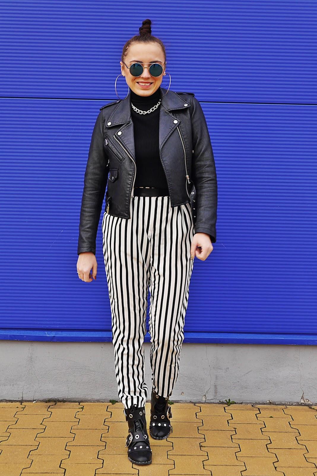 blog modowy blogerka modowa karyn pulawy spodnie w pasy czarna ramoeska botki z klamerkami renee