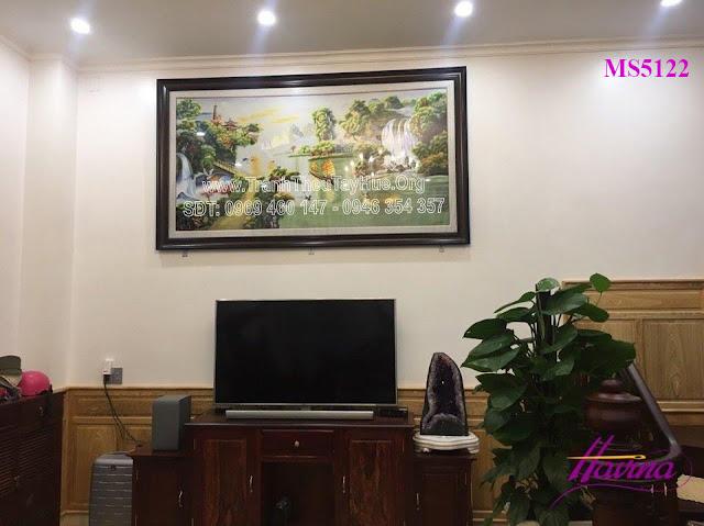 Tranh thêu thuận buồm xuôi gió được bán ở cửa hàng tranh thêu tay tphcm đã được khách chọn mua treo phòng khách