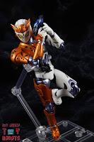 S.H. Figuarts Kamen Rider Valkyrie Rushing Cheetah 28