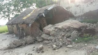 कच्चे मकान के गिरने से उजड़ा गरीब का आशियाना | #NayaSaberaNetwork