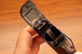 GLXD14R のバッテリーボックスの開閉機構は非常にしっかりしている
