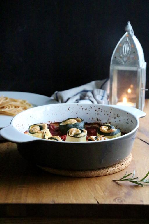 Gefüllte Zucchiniröllchen mit Frischkäsecreme | vegan und glutenfrei