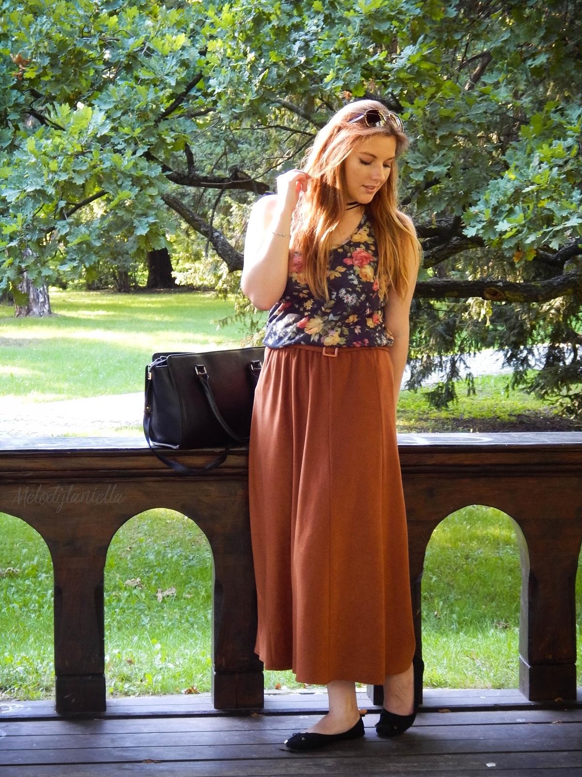 ruda spodnica mamy kolorowy top river islands czarna torebka manzana lookbook na jesien baletki