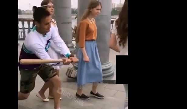 شاب يضرب فتاة