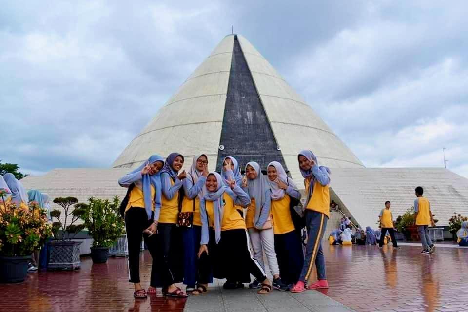 Wisata Ke Monumen Yogya Kembali