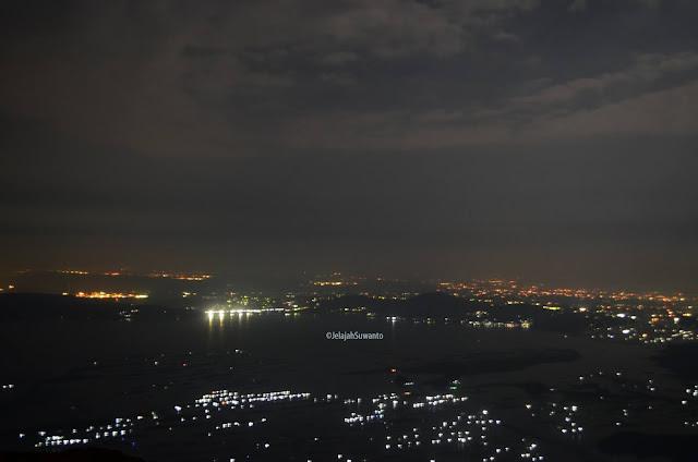 Waduk Jatiluhur malam hari terlihat dari Batu Lembu | JelajahSuwanto
