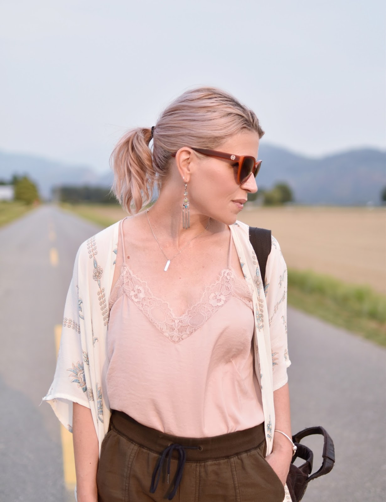 Monika Faulkner outfit inspiration - pink lace-trimmed camisole, white damask-patterned kimono, orange sunglasses