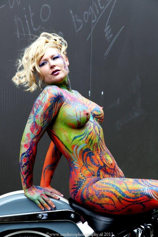 Mulheres com corpo pintado de moto, gostosa com corpo pintado na moto, babes on bike with body paint, Women on bike with body paint, sexy on bike, sexy on motorcycle, babes on bike, ragazza in moto, donna calda in moto,femme chaude sur la moto,mujer caliente en motocicleta, chica en moto, heiße Frau auf dem Motorrad