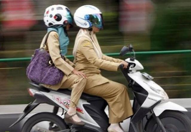Mengendarai motor;Tips Mengendarai Motor Yang Baik;Tips Aman Menggunakan Motor di Jalan;