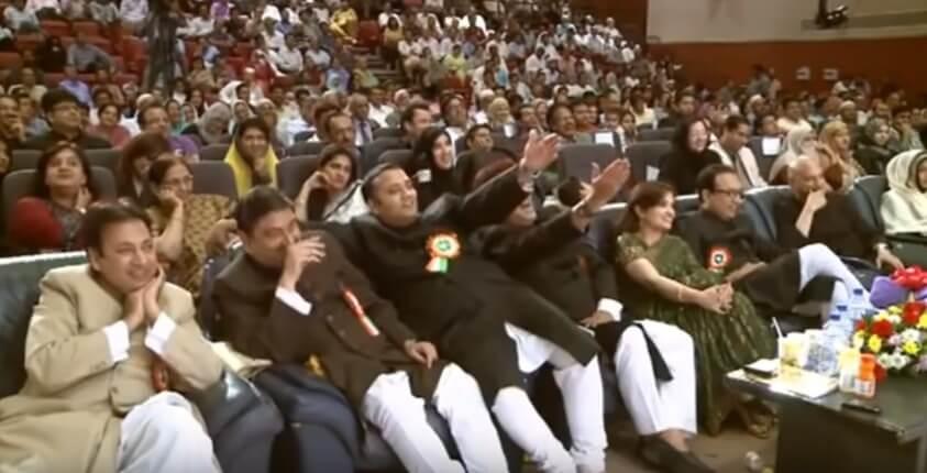 Bulati Hai Magar Jaane Ka Nahi Rahat Indori Shayari