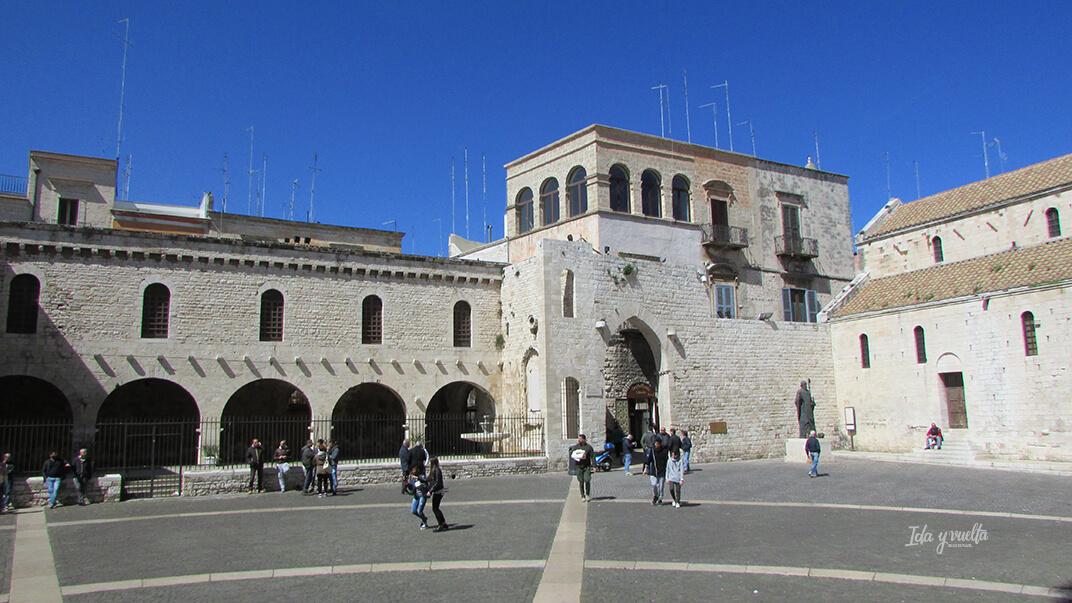 Plaza de la Basilica de San Nicolás de Bari