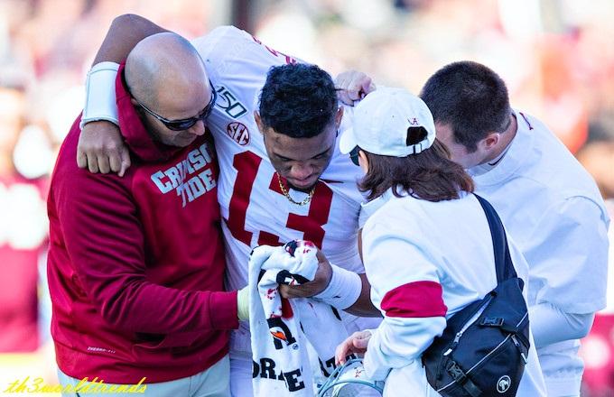 ap_Alabama's Tua Tagovailoa reportedly suffers 'very serious' hip injury