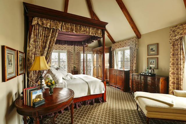 Nestled amongst the hills of the Russian River Valley, Hotel Les Mars, a member of Relais & Chateaux, brings the romance of French living to Healdsburg, Northern California.