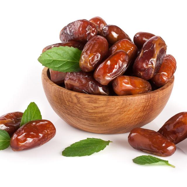 Benefits of Dates for Old Pregnant Women
