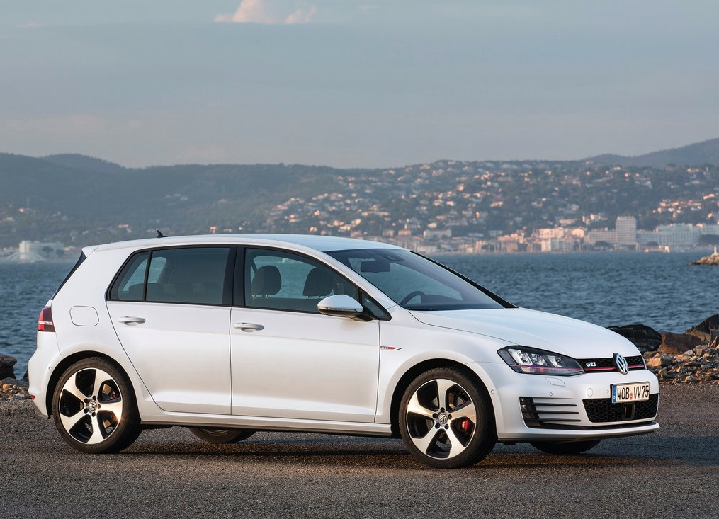 2015 Volkswagen Golf GTI white