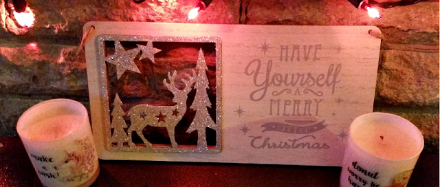 A christmas plaque on the fireplace