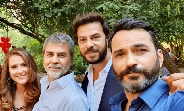 Ahmet Tansu Tasanlar y Oya Unustasi abandonan serie