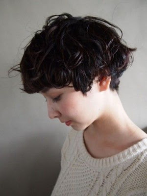 แบบทรงผม Curly Pixie Haircut