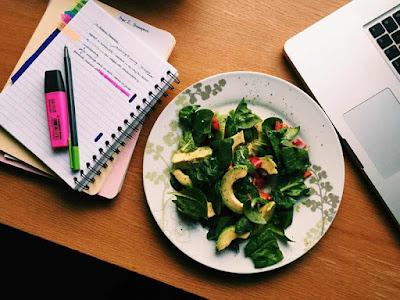 تناول الأغذية التي تعزز ذاكرتك
