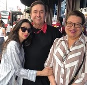 karisma kapoor with her parents