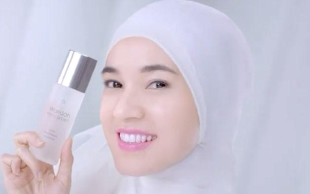 cewek hijab iklan wardah white secret treatment essence