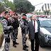 Promotor dá voz de prisão a agentes penitenciários em frente a fórum e agredi agente que filmava comportamento do magistrado