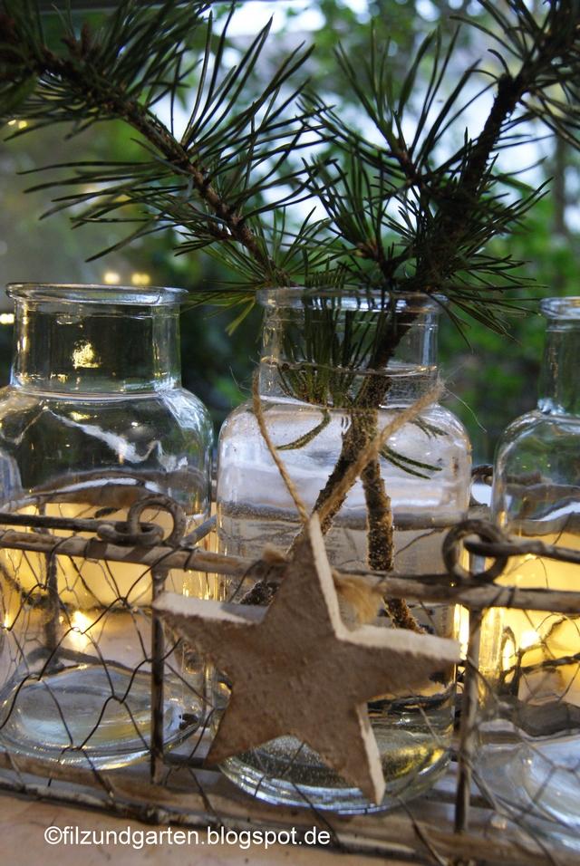 Kiefernzweig und Holzstern