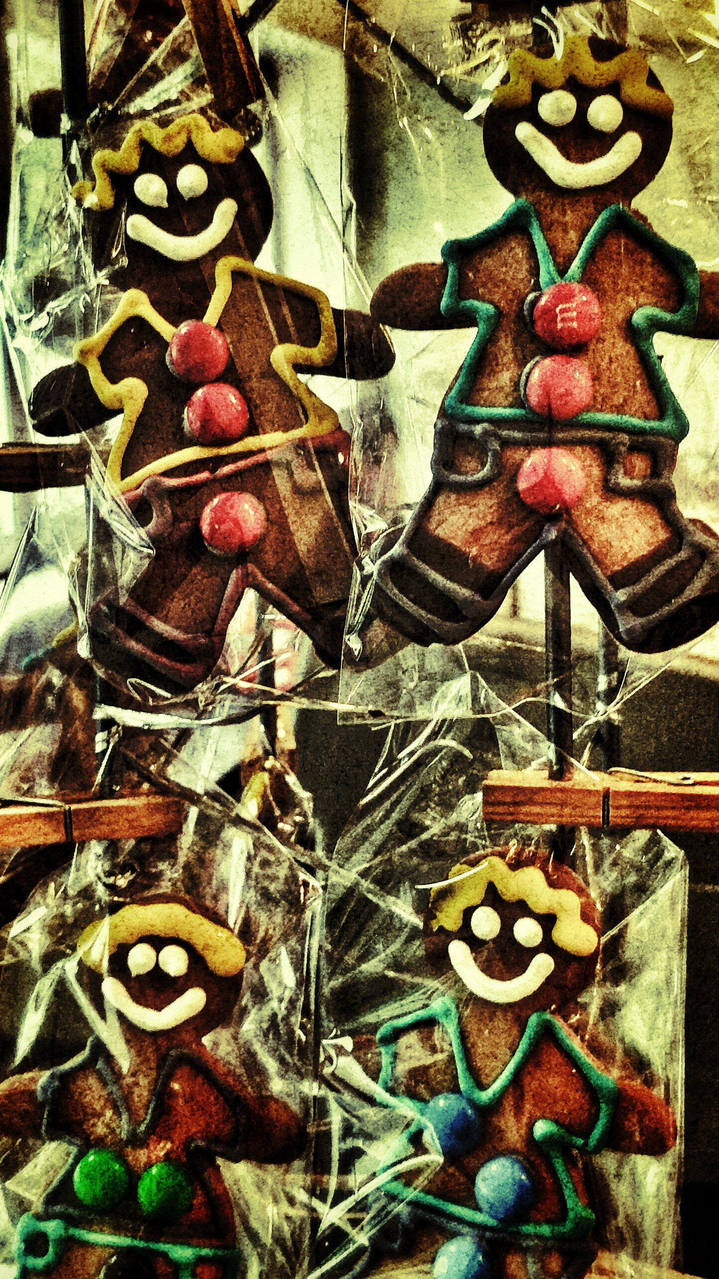 Grunge filtered Gingerbread Men