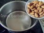 Bomboane cu cocos preparare reteta - punem migdalele in apa fierbinte
