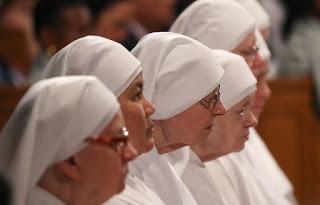 Les Petites Soeurs Marie Mère du Rédempteur n'existent plus.  640x410_religieuses-durant-messe-washington-ilustration