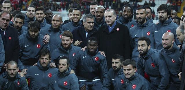 Οι «στρατιώτες» της Ρίζεσπορ και ο Ερντογάν σε ρόλο «Ιμάμ Μπεκενμπάουερ»