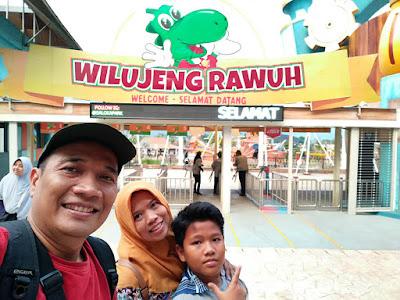 Sambutan selamat datang di Saloka Theme Park.