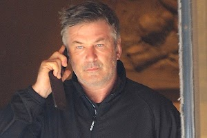 Alec Baldwin again attacked the paparazzi