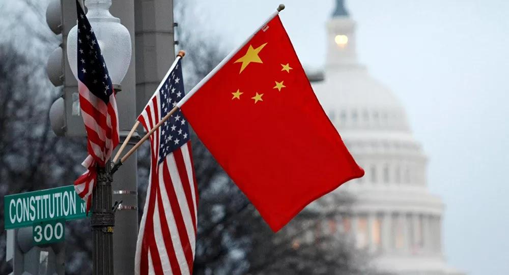 بالفيديو: لحظة إزالة الشارة الأمريكية من على مبنى قنصليتها في الصين