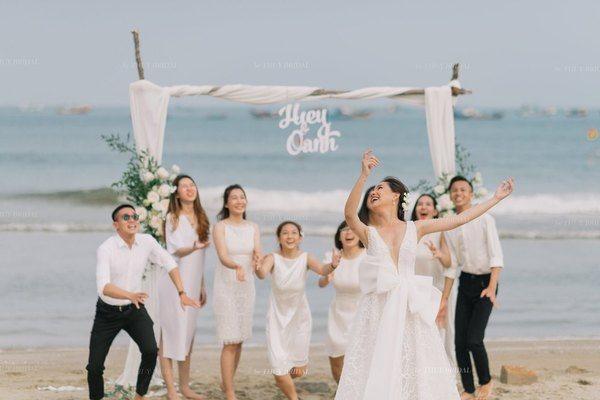 """Nhan sắc đúng chất """"nàng thơ"""" của vợ cố diễn viên Duy Nhân trong đám cưới lần 2 ở Hà Nội 6"""