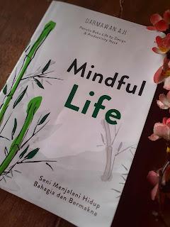 Cara bahagia versi buku mindful life