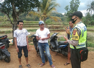 Sambangi Warga Binaanya, Patroli Bhabinkamtibmas Polsek Malausma Terus Lakukan Sosialisasikan 3M Cegah Covid-19