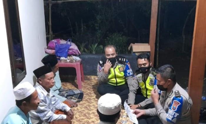Kanit Laka Polres Jember Sambangi Rumah Korban Kecelakaan