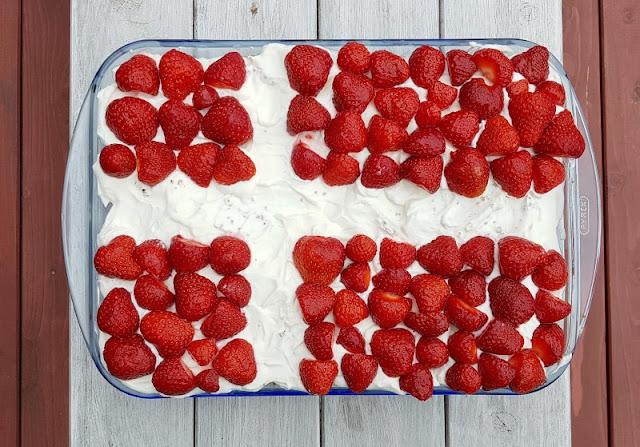 Rezept: Dänischer Erdbeer-Quark im Dannebrog-Design. Einfach zuzubereiten, im Format der dänischen Flagge.