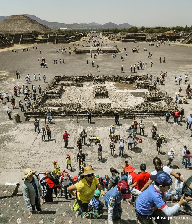 Escadaria da Pirâmide da Lua de Teotihuacán, México