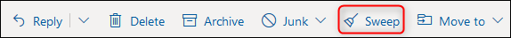 """شريط أدوات Outlook مع تمييز الزر """"مسح""""."""