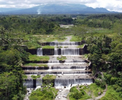 Wisata Grojogan Watu Purbo atau Air terjun (buatan)