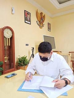 Walikota Kediri menandatangani SK untuk Gugus Tugas Percepatan Penanganan Covid-19 tingkat kecamatan